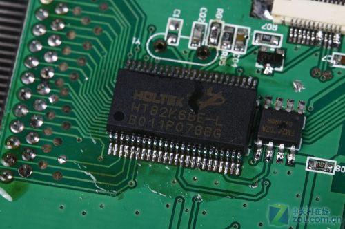 三层薄膜电路设计,通过加固金属板牢牢固定,保证了键盘的超薄体积.